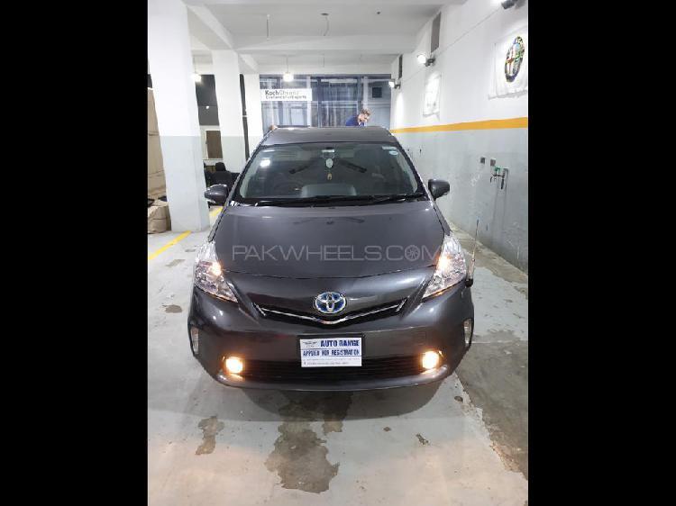 Toyota prius alpha s touring 2012