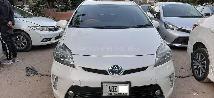 Toyota prius s touring selection 1.8 2013