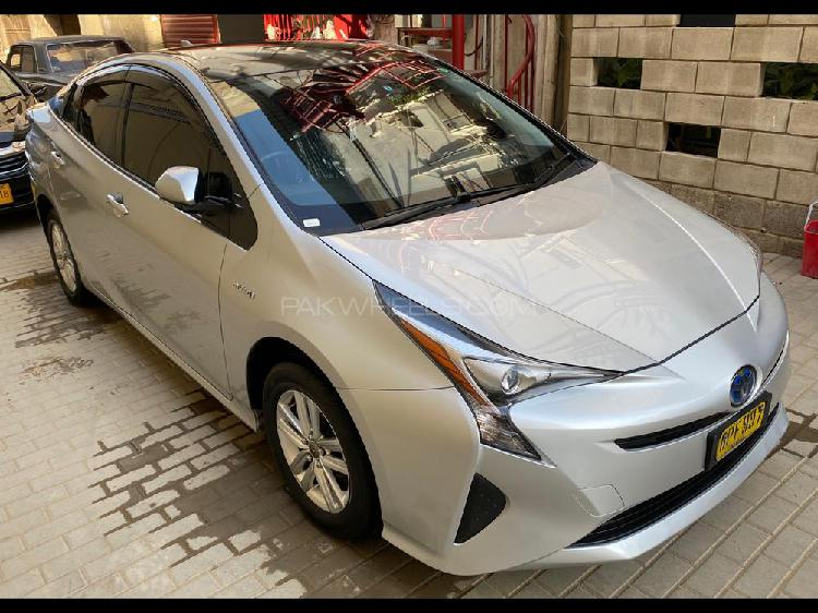 Toyota prius s touring selection 2016