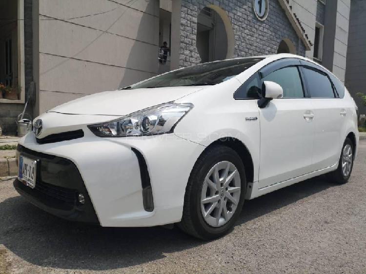 Toyota prius alpha s l selection 2015