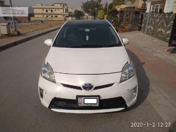 Toyota prius s 1.8 2011