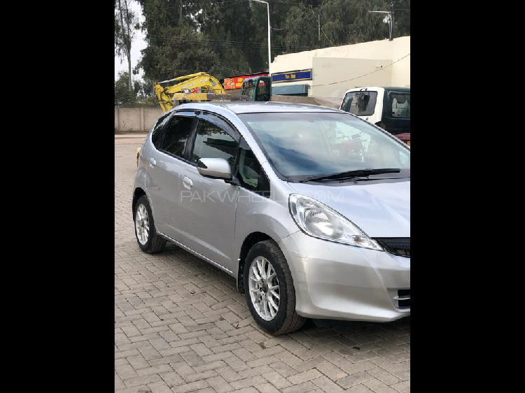 Honda fit 1.3 hybrid navi premium selection 2011