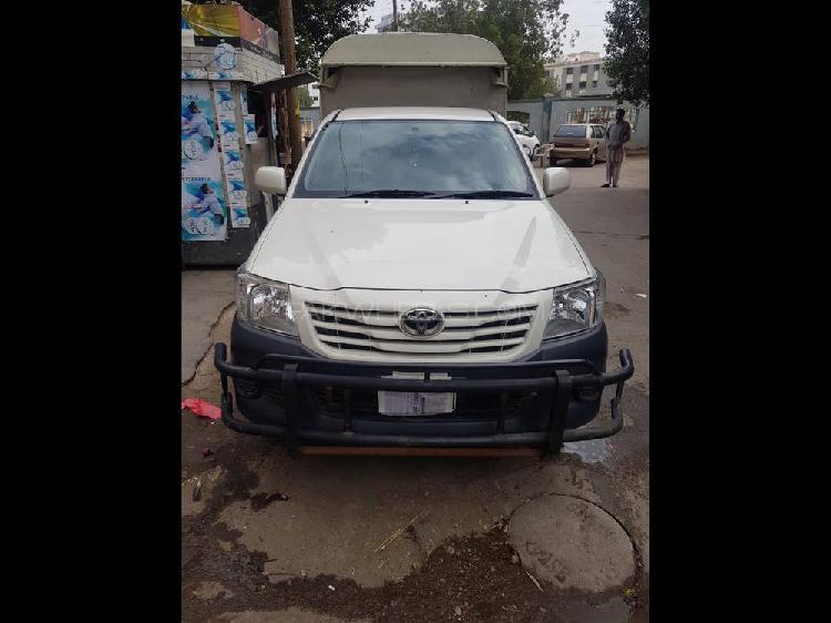 Toyota hilux 4x2 single cab up spec 2015