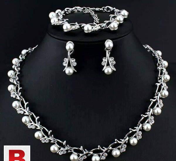 Beautiful design pearl necklace jewelry set