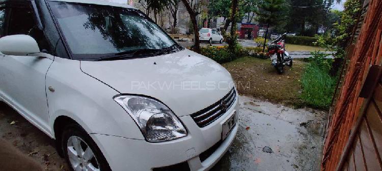 Suzuki swift dlx 1.3 2013