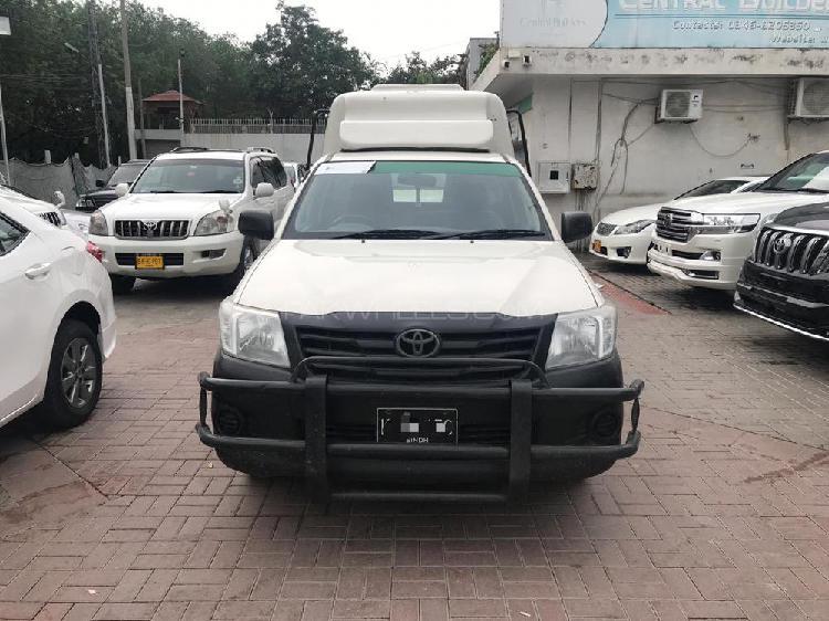 Toyota hilux 4x2 single cab up spec 2016