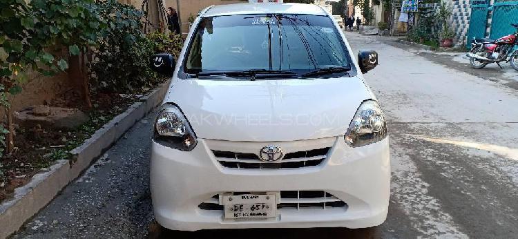 Toyota Pixis Space L 2012