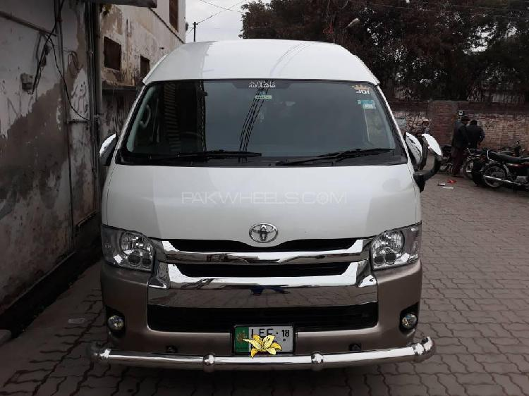 Toyota hiace grand cabin 2012