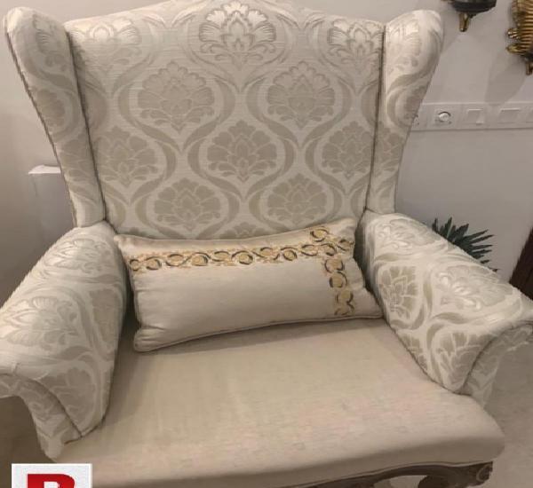 2 grand white sofa chairs