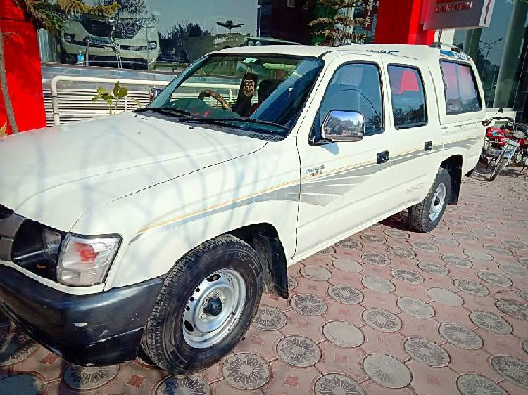 Toyota hilux 4x2 single cab deckless 2005