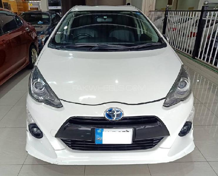 Toyota aqua g led soft leather selection 2015