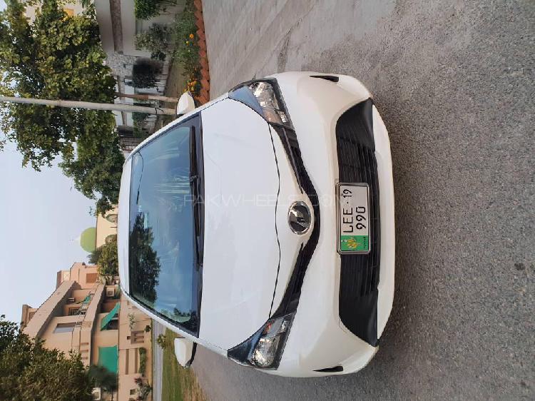 Toyota vitz f limited ii 1.0 2015