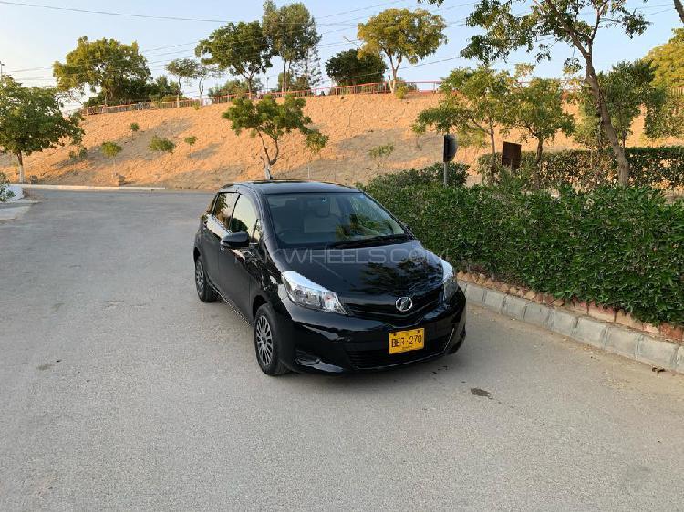 Toyota vitz f limited 1.0 2012