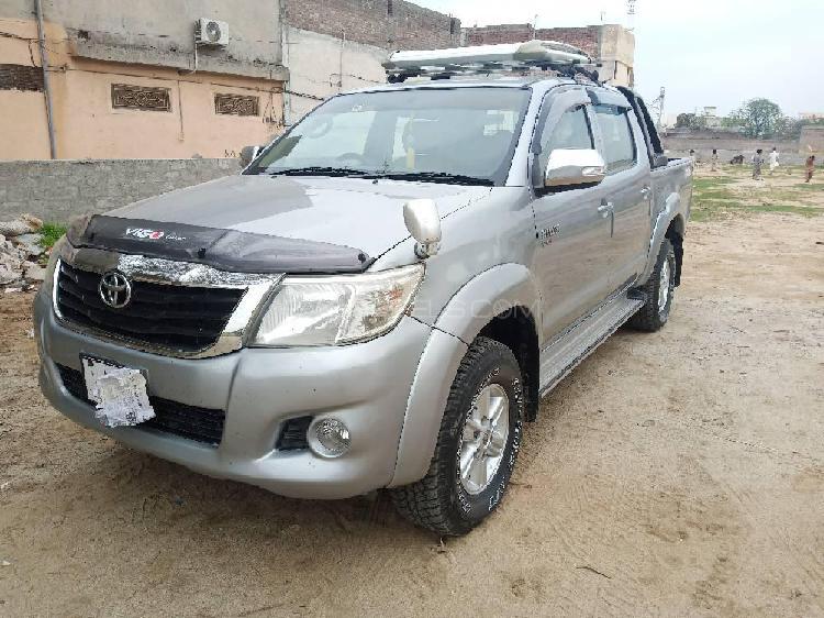 Toyota hilux vigo v 2013