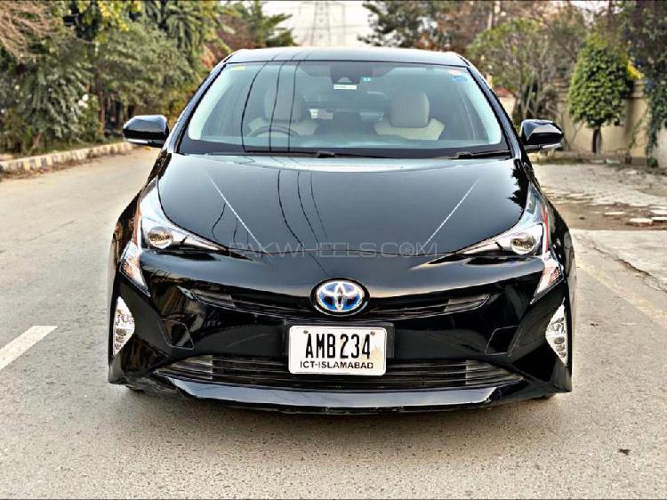 Toyota prius s touring selection 2016