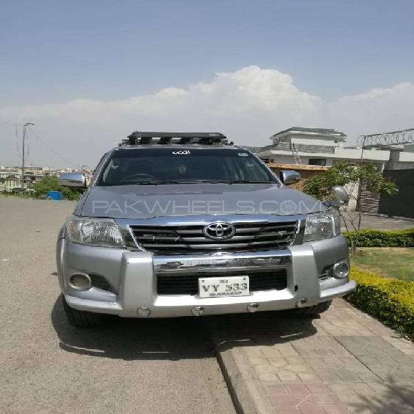 Toyota hilux d-4d automatic 2012