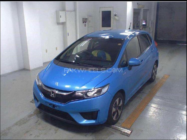 Honda fit 1.5 hybrid f package 2015