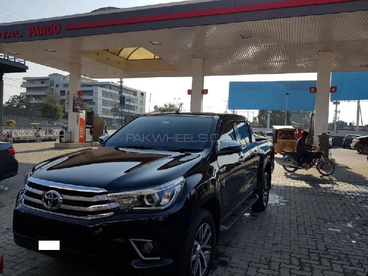Toyota hilux revo v automatic 2.8 2018