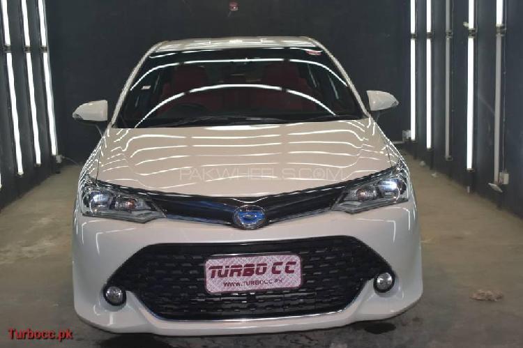 Toyota corolla axio hybrid 1.5 2016