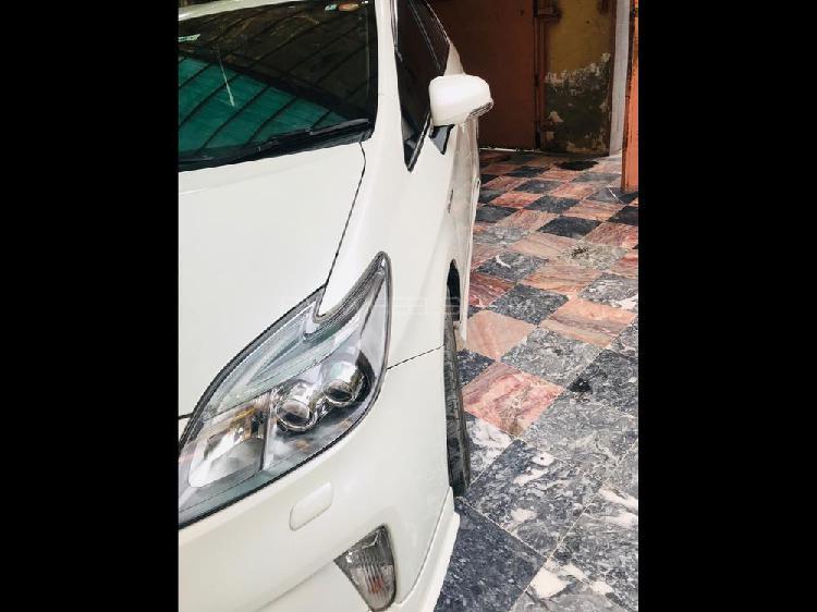 Toyota prius s touring selection 1.8 2014