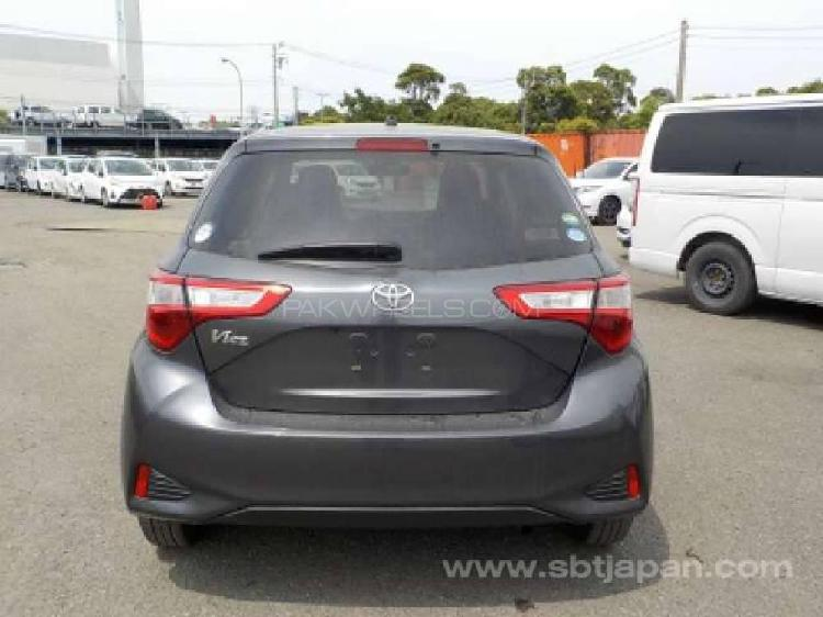 Toyota vitz f smile edition 1.0 2017