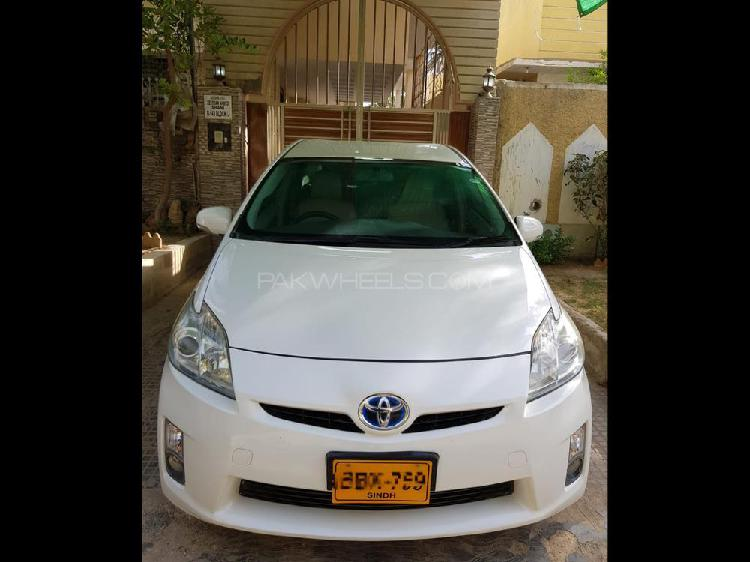 Toyota prius g led edition 1.8 2011