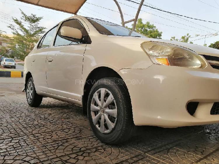Toyota platz f 1.0 2004
