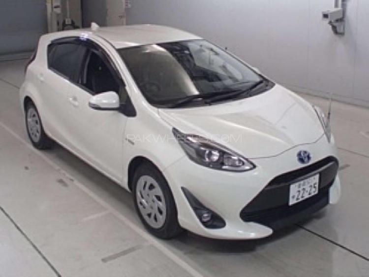 Toyota aqua g led soft leather selection 2017
