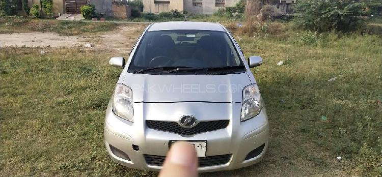 Toyota vitz b intelligent package 1.0 2009