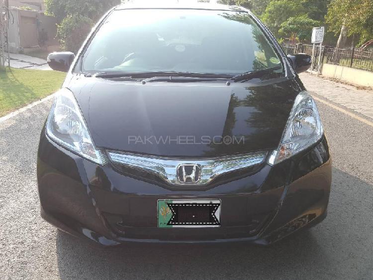 Honda fit 1.3 hybrid xh selection 2012