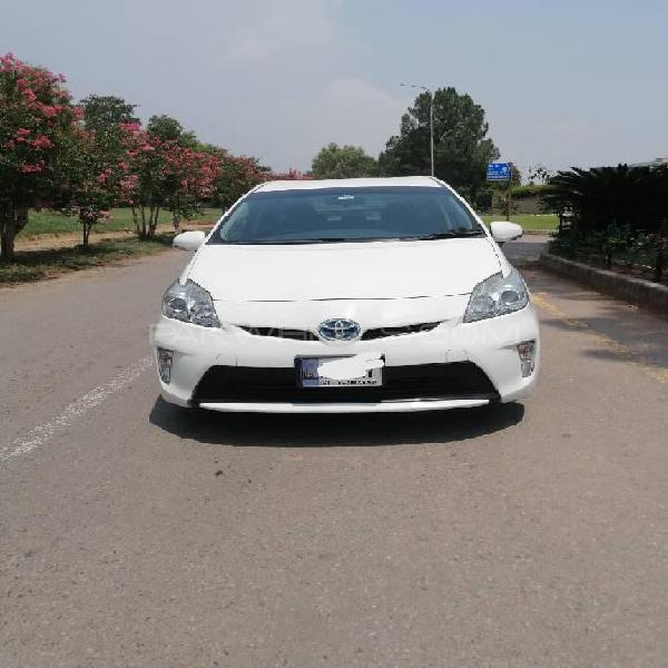 Toyota prius l 1.8 2013