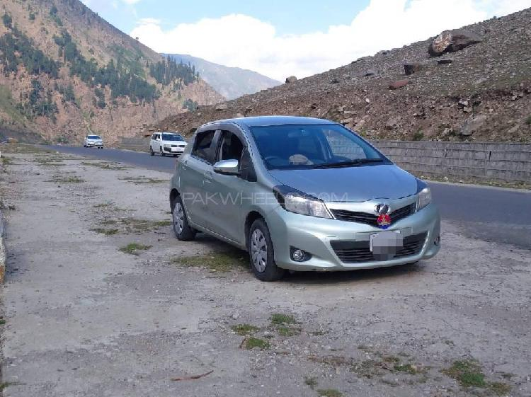 Toyota vitz f 1.0 2013