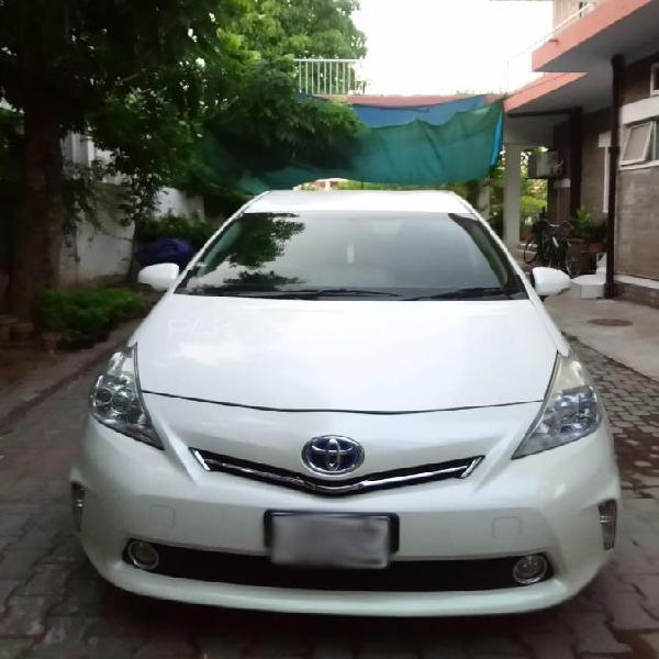 Toyota prius alpha g 2013