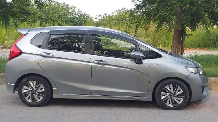 Honda fit 1.5 hybrid s package 2017