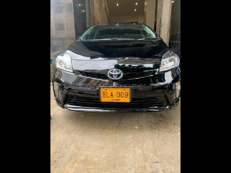Toyota prius s led edition 1.8 2014