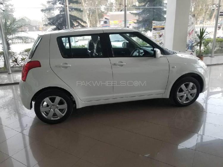 Suzuki swift dlx 1.3 2020