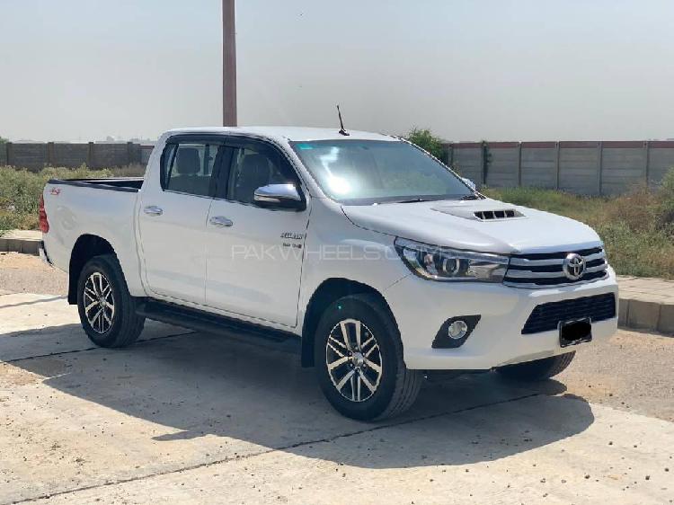 Toyota hilux revo v automatic 3.0 2017