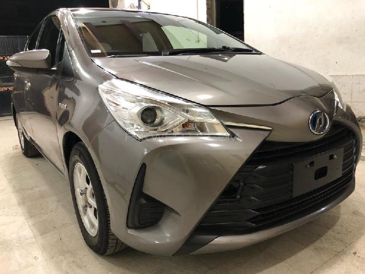 Toyota vitz hybrid f 1.5 2017