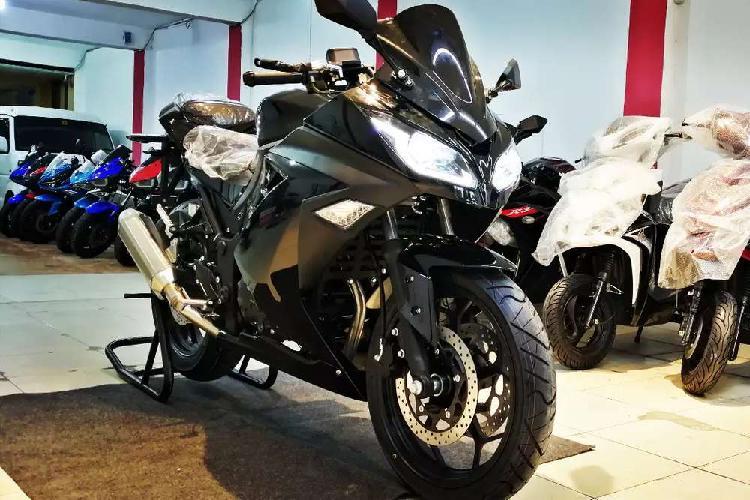 Super look fresh import by ow motors kawasaki ninja 250cc
