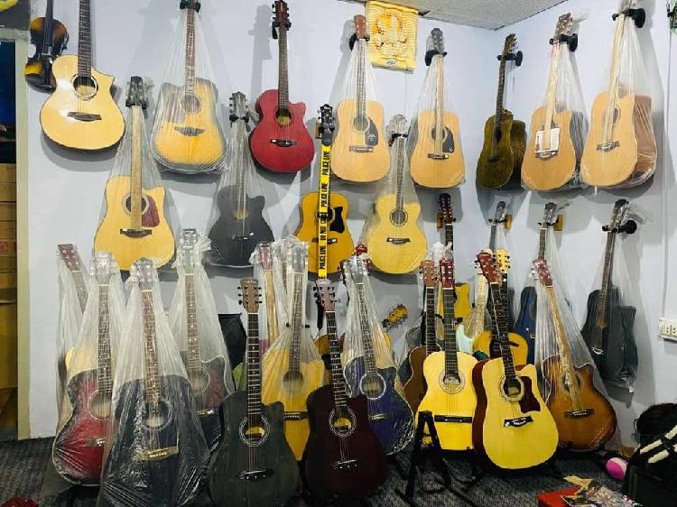 10 to 40%off 42 inch jumbo acoustic guitars at happy club