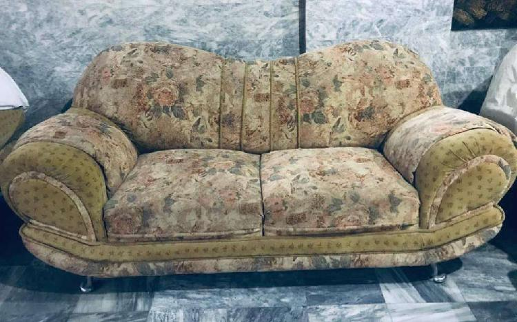 Sofa set 6 seater like new slightly used