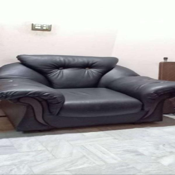 7 seater sofa black color leather fit and clean 95 % ok
