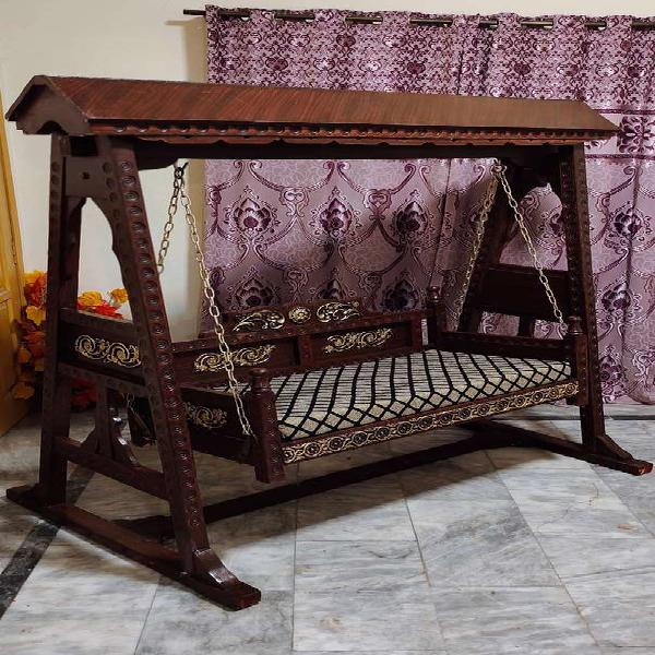 Jhula pure solit shesam talli wooden chinyoty with golden