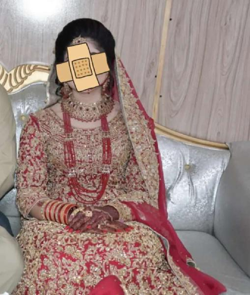 Bridal lehnga with jewellery